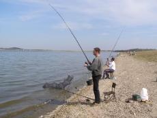 Holowanie ryby. Jezioro Topola