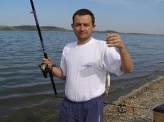 Mała płotka złowiona na spławik. Jezioro Topola.